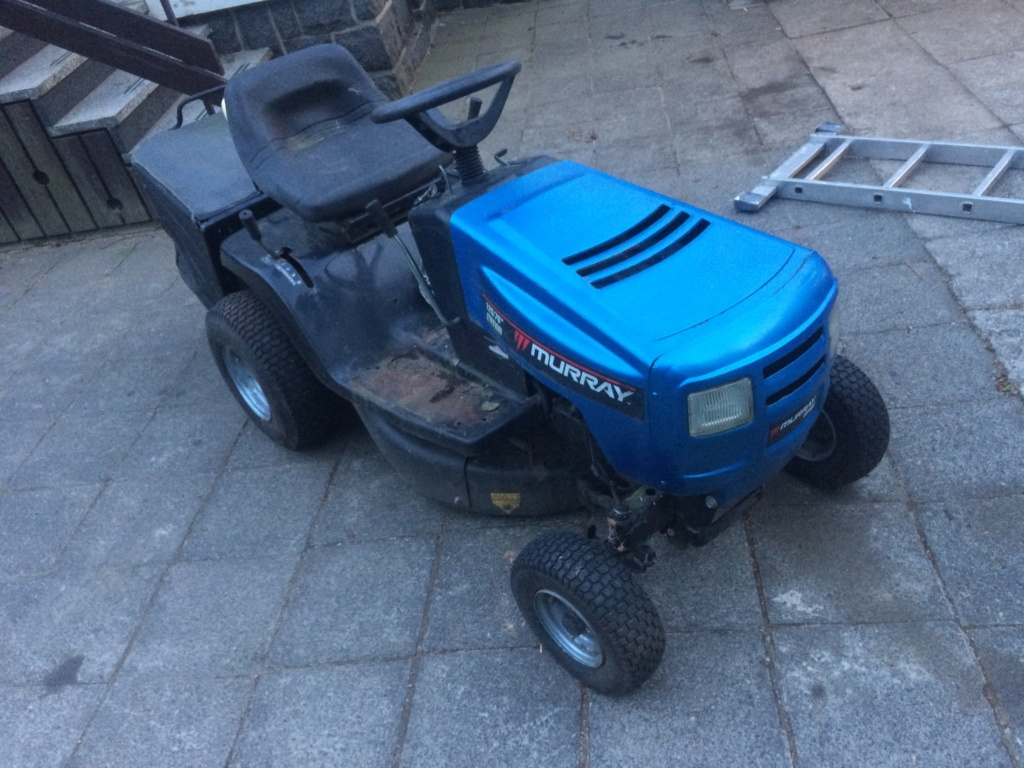Murray Widebody Lawn Tractor  20180796