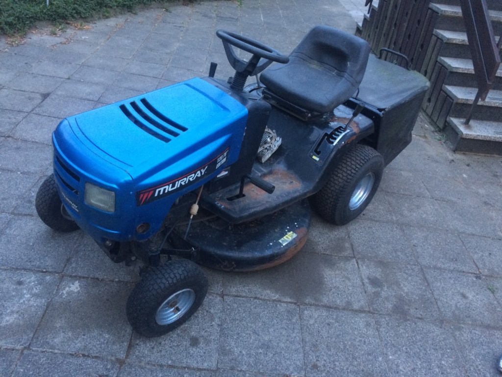 Murray Widebody Lawn Tractor  20180797