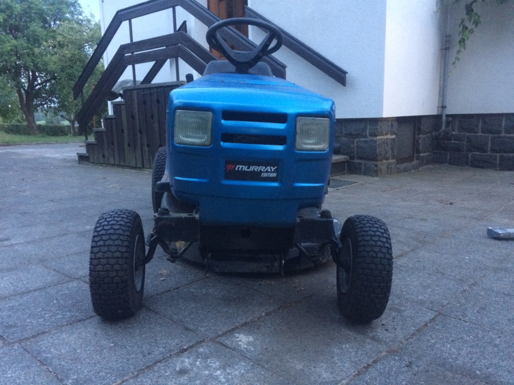 Murray Widebody Lawn Tractor  20180799