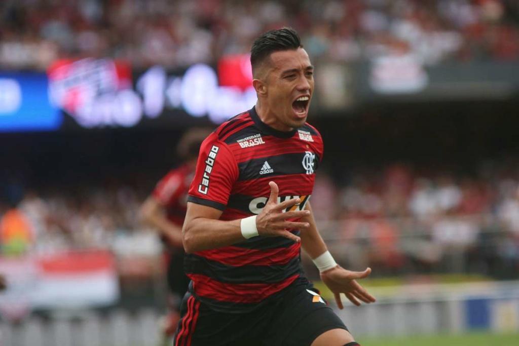Santos insiste para convencer o Flamengo de negociar Uribe 15413510