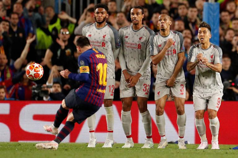 Ingleses acusam Messi de ter dado soco na jogada que originou seu golaço 15567410