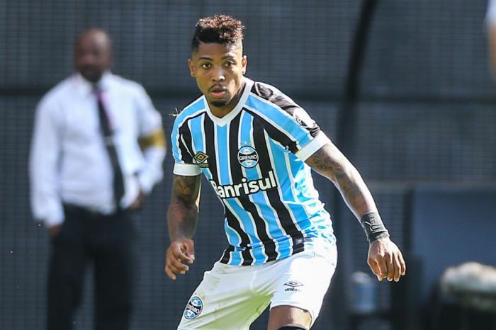 Santos negocia com Grêmio por Marinho em troca de David Braz 24574710