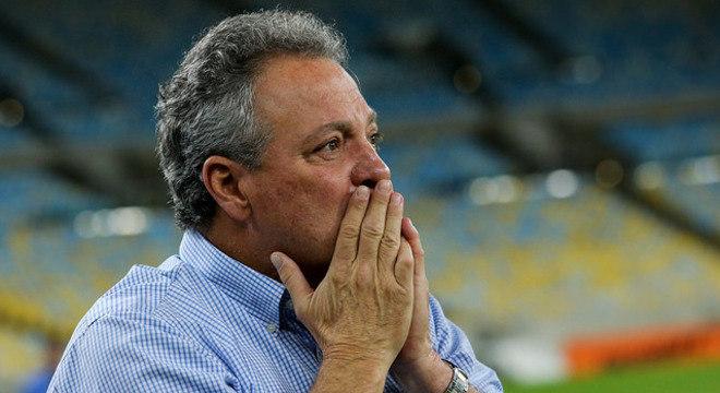 Com a vida na Libertadores em jogo, Abel Braga balança no Flamengo Abel-b10