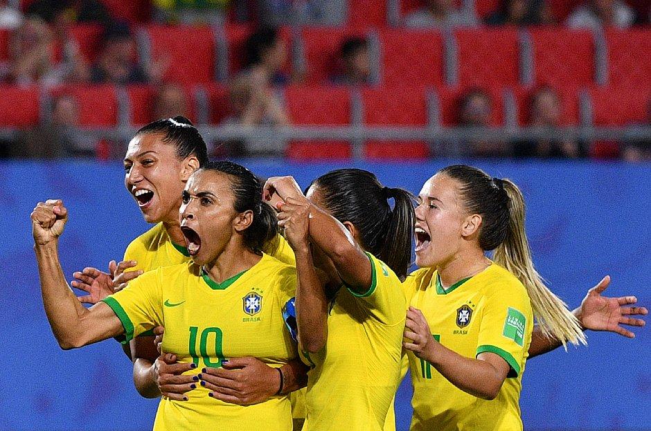Marta faz gol histórico, Brasil vence Itália e se classifica na Copa Csm_ma10