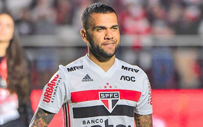 Dani Alves cresce no São Paulo e iguala melhor temporada de gols em jogos oficiais Daniel15