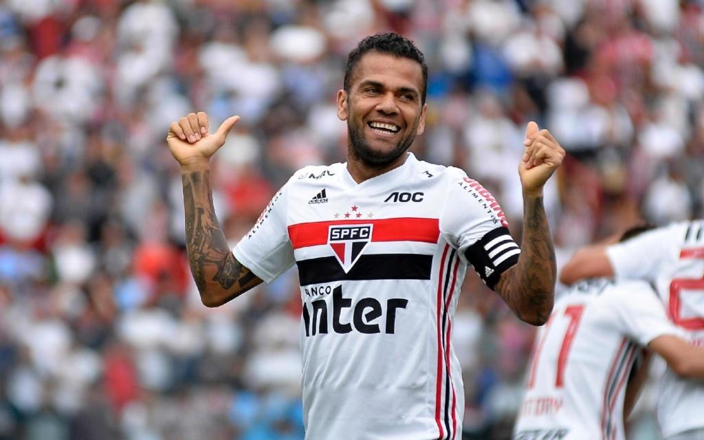 """Daniel Alves não descarta jogar no Boca Juniors: """"não seria ruim"""" Daniel16"""