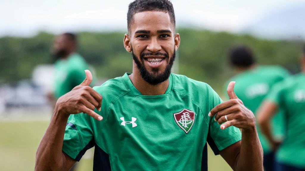 Corinthians chega a acordo com o atacante Everaldo, do Flu Everal10