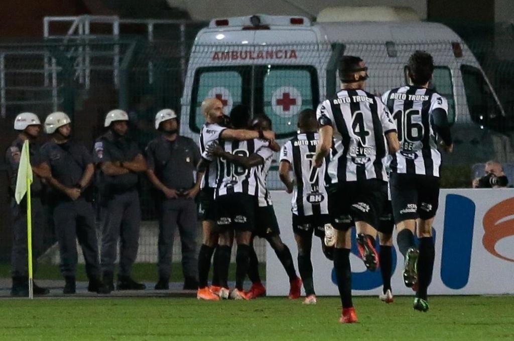 Galo e São Paulo na briga pelo G4 Jogado12