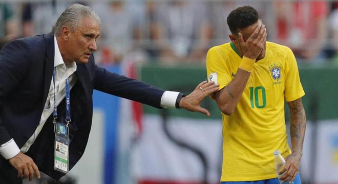 Faixa de capitão e suspensão: como soco de Neymar pode afetar a Seleção? Tite-310