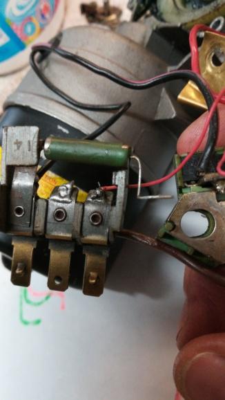 problèmes moteur essuie-glace et trappe d'essuie-glace Img_2137