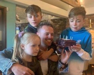Nicky Byrne celebra su cumpleaños 41 mientras su esposa Georgina Ahern comparte adorables fotos. Bday10