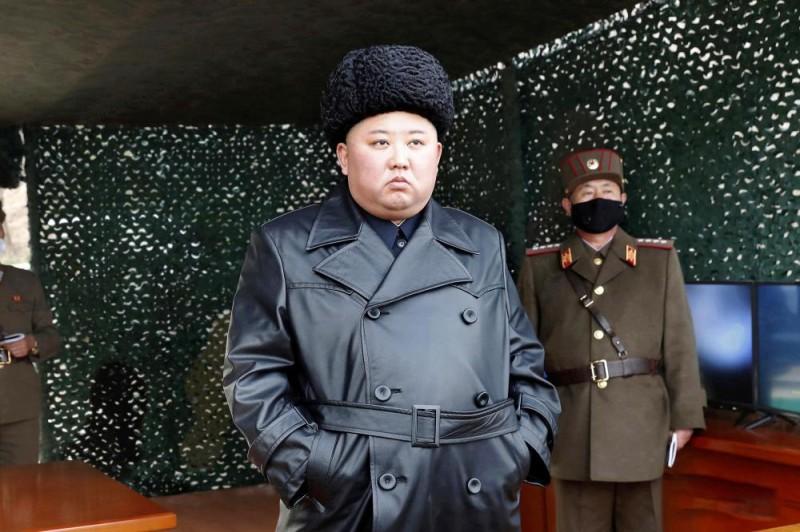 زعيم كوريا الشمالية لا يرتدى الكمامة فى تحدى لفيروس كورونا 92fcc710