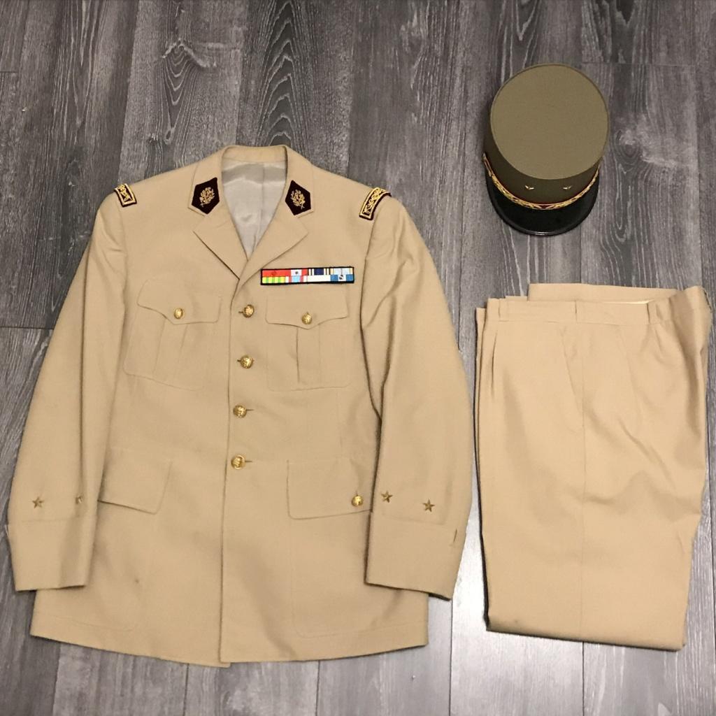 Ma collection d'uniforme de général A9c47a10