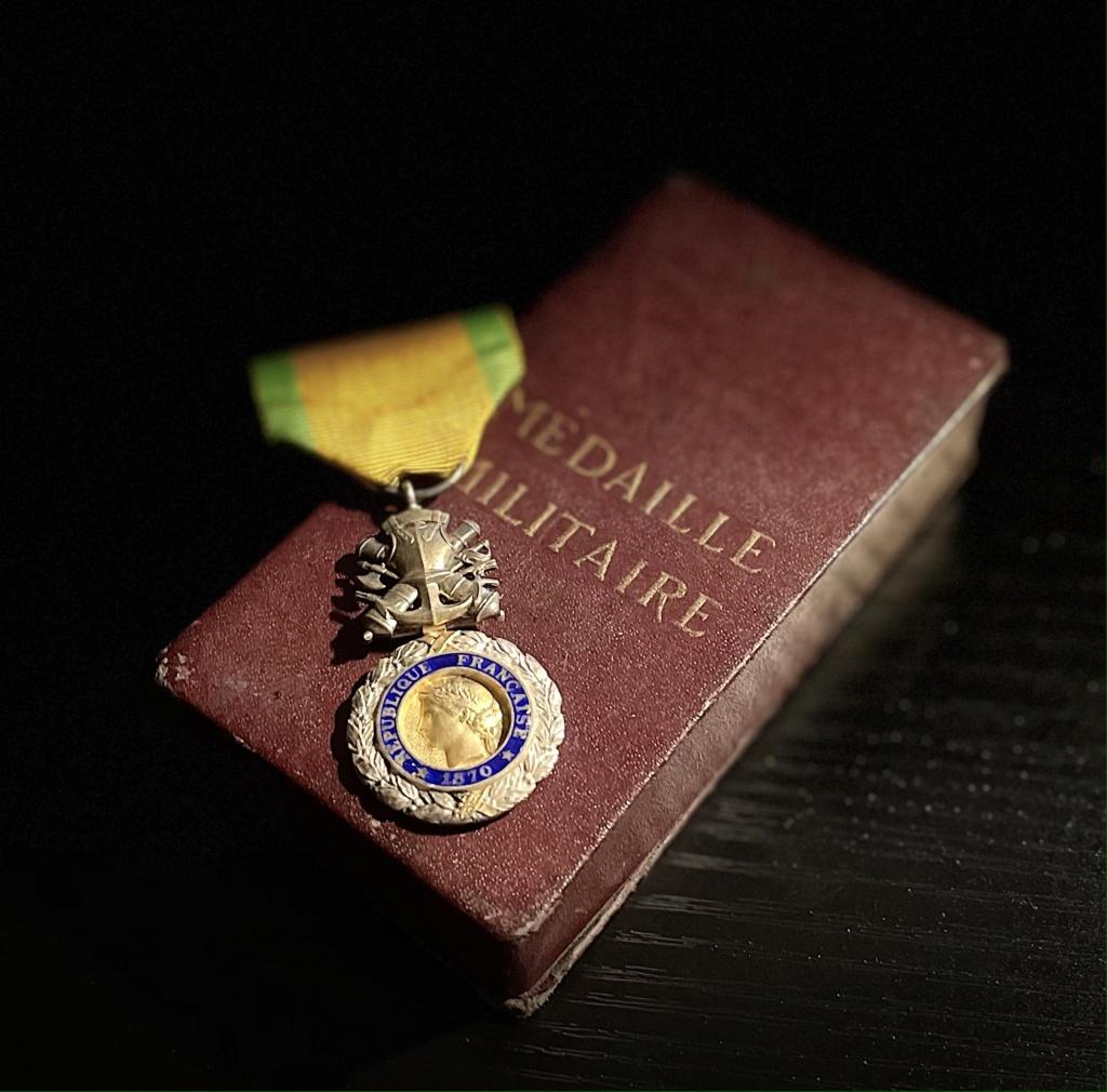 Ma collection d'uniformes et de médailles - Page 2 B4d64910