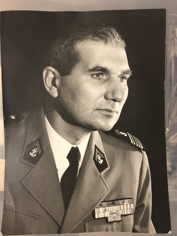 Ma collection d'uniforme de général - Page 2 D9ce6710