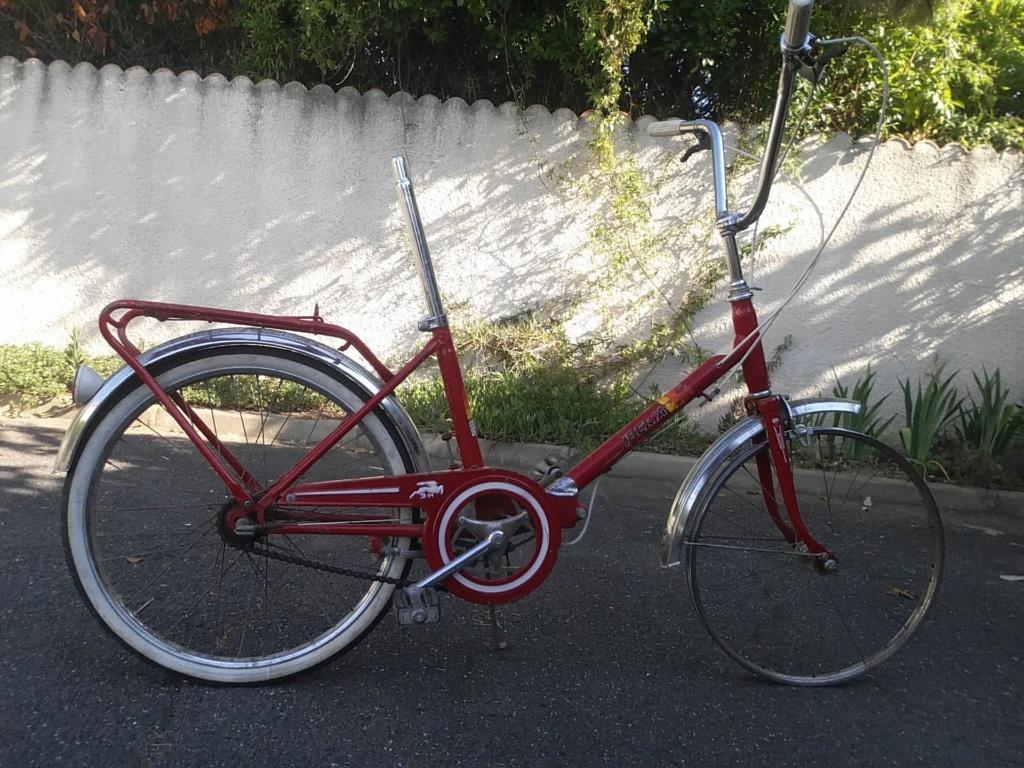 BH rouge modèle Ibéria. année 74 ??..... trouvé au coin d'une rue Bh-min10