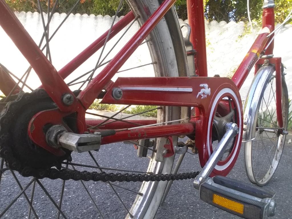 BH rouge modèle Ibéria. année 74 ??..... trouvé au coin d'une rue Bh-min12