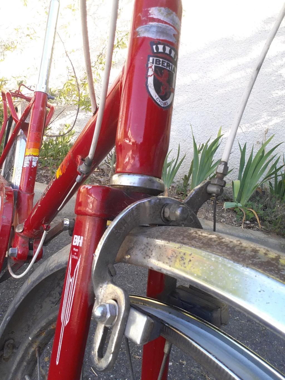 BH rouge modèle Ibéria. année 74 ??..... trouvé au coin d'une rue Bh-min18
