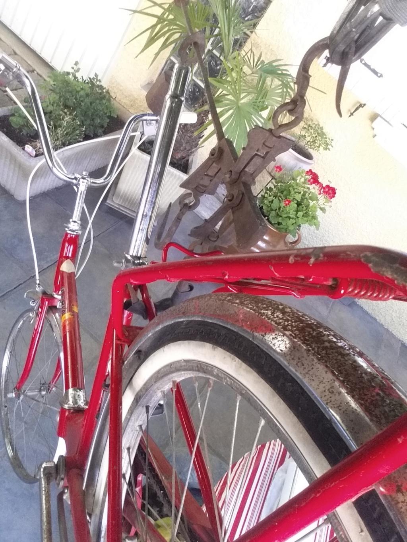 BH rouge modèle Ibéria. année 74 ??..... trouvé au coin d'une rue Bh-min24