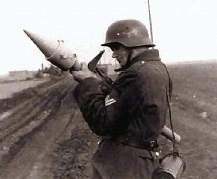Du Panzerfaust 250 au lance-roquettes soviétique RPG2 03310