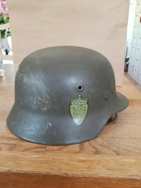Une jugulaire allemande sur un casque Danois-Allemand M40 S-l16012