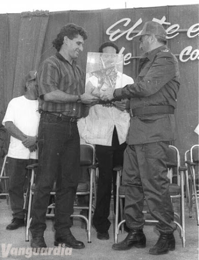 ¿Cuánto mide Miguel Díaz Canel? - Altura - Real height Unname17