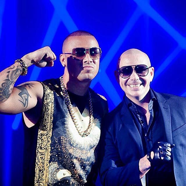 ¿Cuánto mide Pitbull? - Altura - Real height Wisin-10