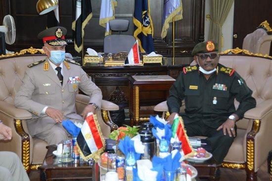 الفريق / محمد فريد رئيس أركان حرب القوات المسلحة المصرية  يغادر إلى السودان فى زيارة مفاجئة 12314511