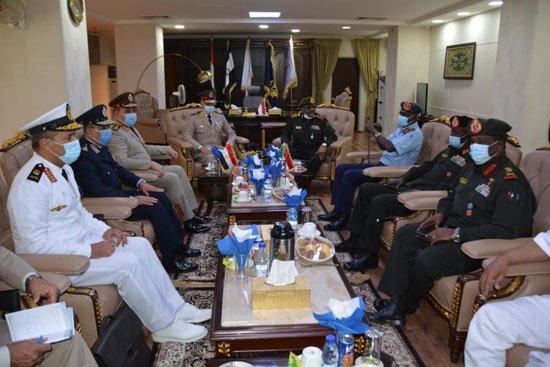 الفريق / محمد فريد رئيس أركان حرب القوات المسلحة المصرية  يغادر إلى السودان فى زيارة مفاجئة 12343311