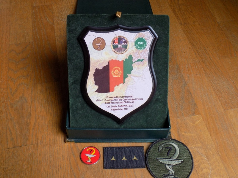 Objets de l'ISAF Plaque12