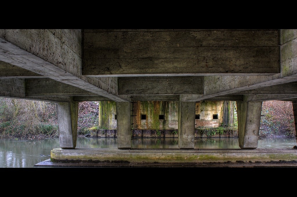 Sous le pont Image15