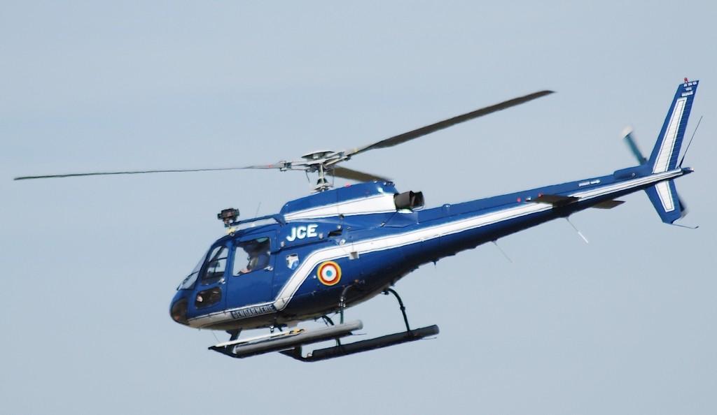 Ravitaillement d'un hélico de la gendarmerie et Beech 350  17462011