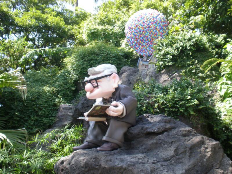 Ajout des statues de Russel et Carl Fredricksen à Adventureland - Page 2 00410