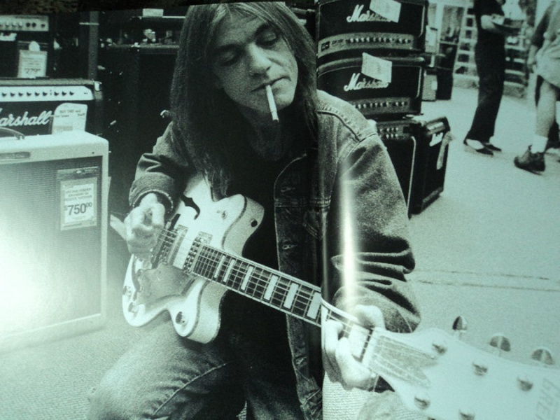 Malcolm Young 13976510