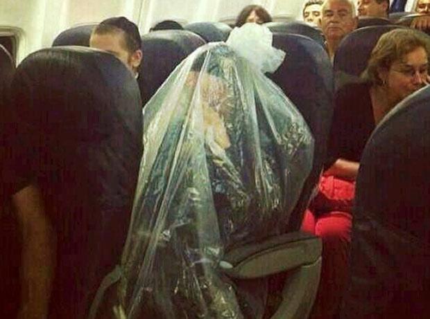 Un juif dans un sac plastique fait le buzz sur Internet Juifor10