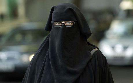Le foulard islamique : est-ce une obligation religieuse ? Woman_10