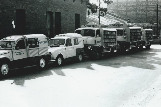 Photos et cartes postale 2cv camionnette  - Page 3 Schwep10