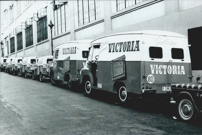 Photos et cartes postale 2cv camionnette  - Page 3 Victor11
