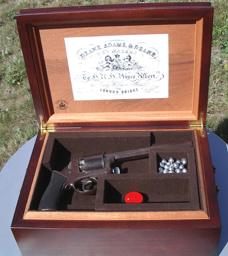 Réaliser un bronzage tabac sur une reproduction de Remington 1858. Coffre12