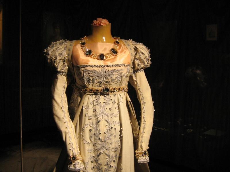 Exposition Joséphine, Musée du Luxembourg, mars à juin 2014 Robe_j10