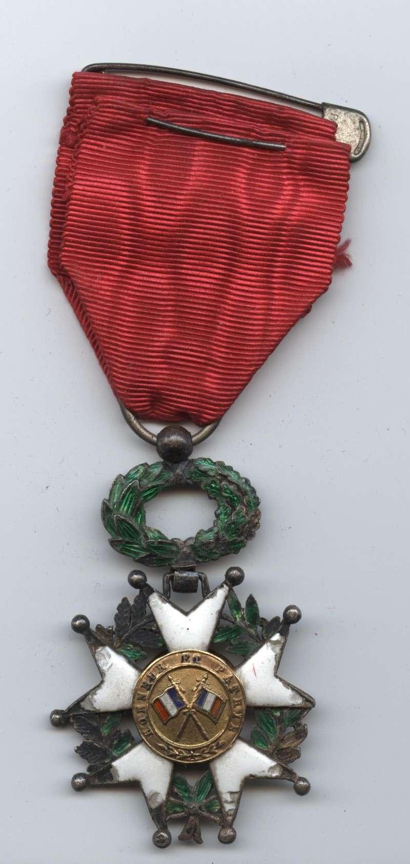 Une croix de la Légion d'Honneur de 1870 Lagion10