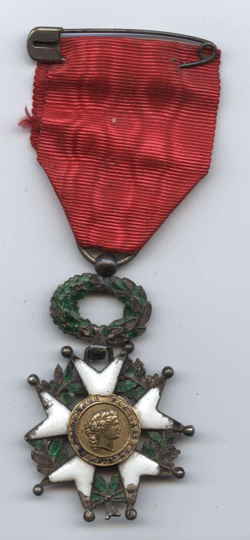 Une croix de la Légion d'Honneur de 1870 Lagion11