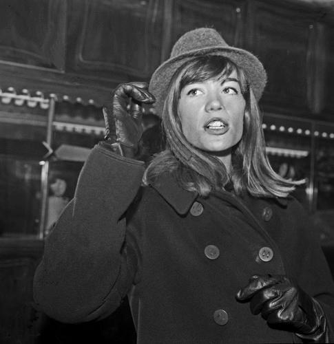 Françoise et ses chapeaux - Page 2 Rapara13