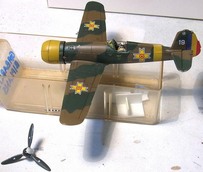 Montage: IAR 80 / A-Model 1/72 Montag55
