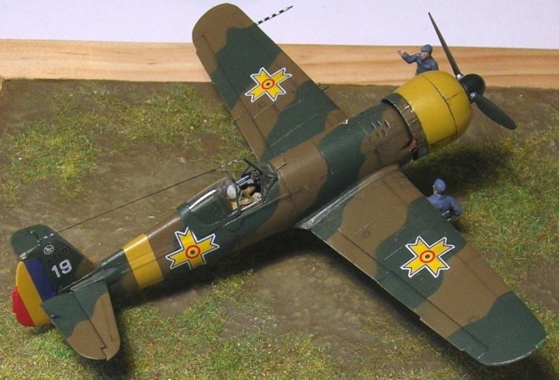 Montage: IAR 80 / A-Model 1/72 Montag66
