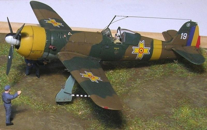 Montage: IAR 80 / A-Model 1/72 Montag68