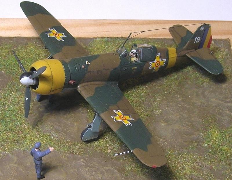 Montage: IAR 80 / A-Model 1/72 Montag69