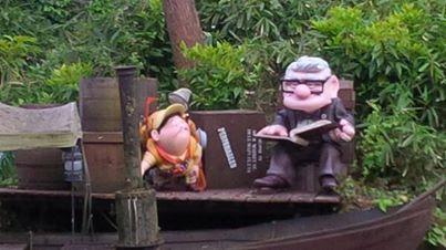 Ajout des statues de Russel et Carl Fredricksen à Adventureland 10245310