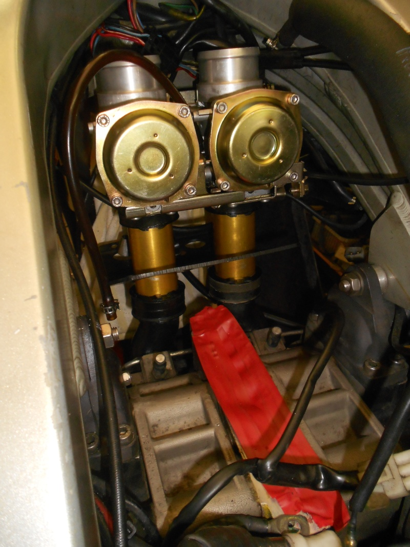 révision d'une moto bien différente a toutes autres ! Carbus11