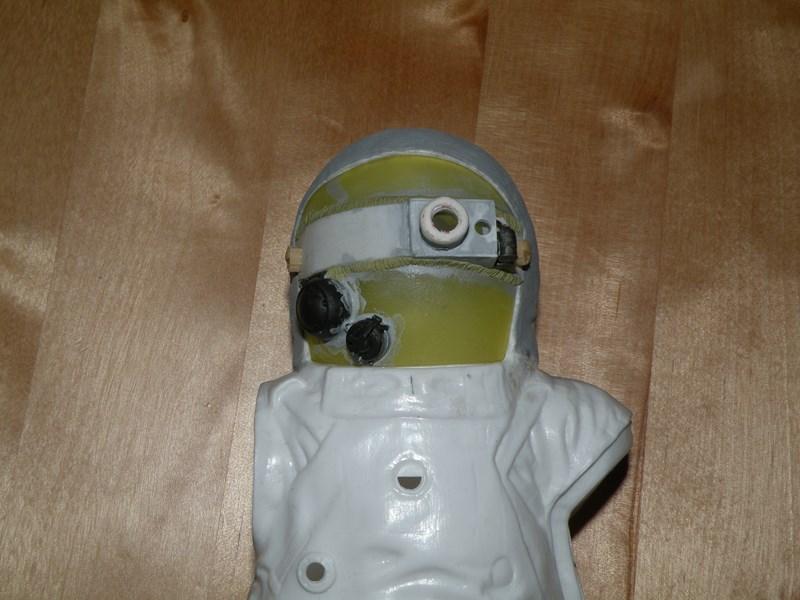 """astronaute APOLLO (revell 1:8)......modifié un petit peu....en version """"space marines"""" ! Dscn9920"""